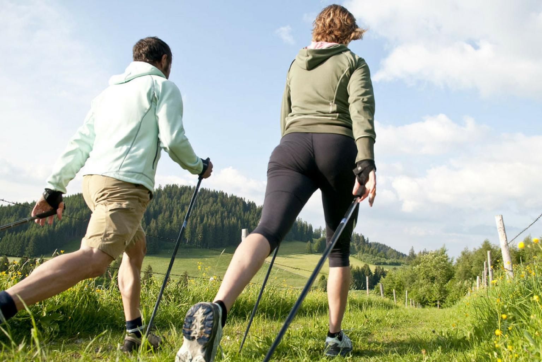 61e8ebe7d7ac Abbigliamento da Donna per Praticare Nordic Walking in Primavera